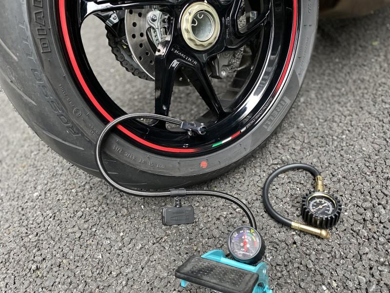 バイク タイヤ 空気入れ